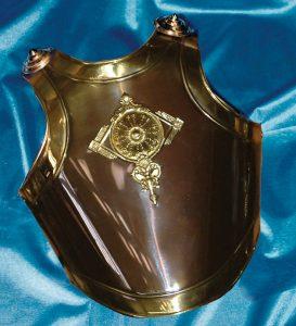 Coraza de Romano I , solo pecho o pecho y espalda, realizada en latón con acabado en Oro viejo