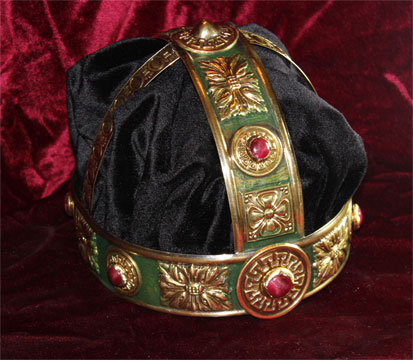 Recreación de una Corona para Herodes realizada en Latón policromado y terciopelo